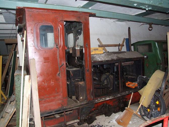 2012: noch vorhandene Originallok Ns2h in der vermüllten Fabrik