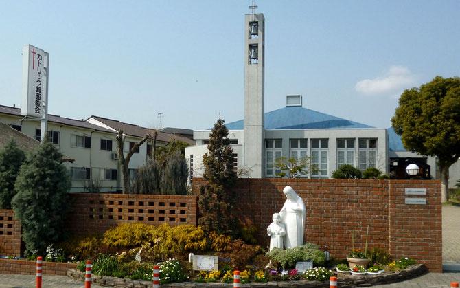 カリヨン(組み鐘)が立つカトリック箕面教会