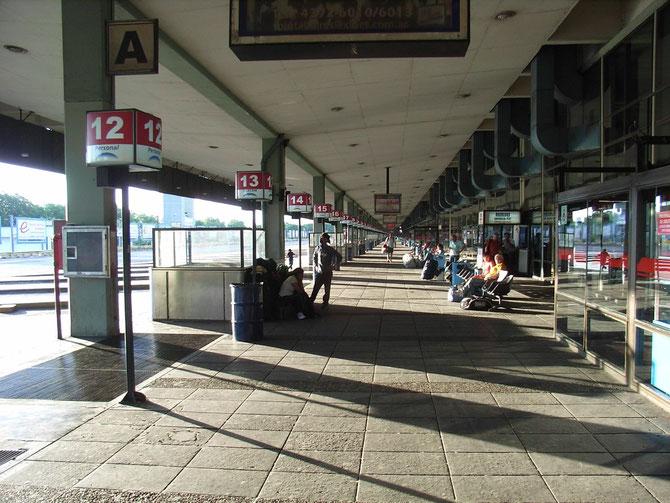 Busterminal in Buenos Aires, hier lauern die Diebe, also Gepäck immmer im Auge behalten