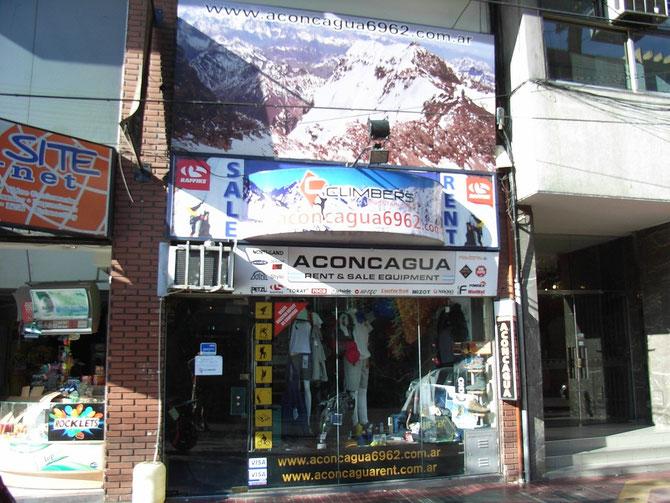 Ein weiterer von vielen Expeditionsausrüstern in Mendoza. Vor allem Gas für den Campingkocher musste ausreichend gekauft werden