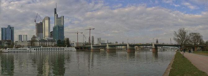 Untermainbrücke Frankfurt, Straßenbrücke, Baujahr 1990, Länge 252 m, Stahlbetonbalkenbrücke,Foto 27.03.2013