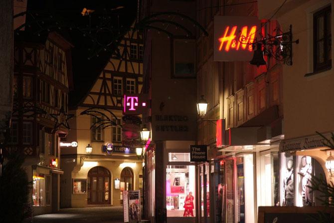 Uzstraße bei Nacht
