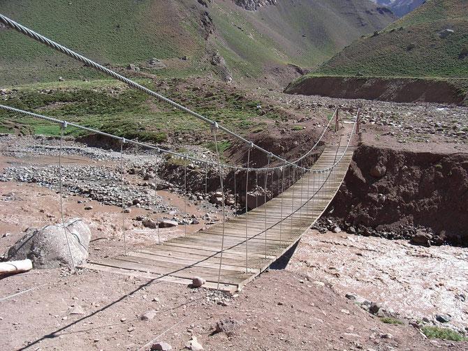 Brücke über den Horcones beim Aufstieg zum Acancagua, Argentinien