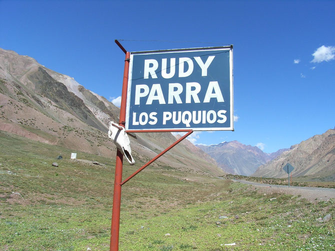 Rudy Parra organisiert den Gepäcktransport  ins Basislager Plaza de Mulas. 30 kg Gepäck pro  Person können befördert werden. Mehr ist möglich kostet aber zusätzlich, weil ein Lasttier nur 2 x 30kg tragen darf