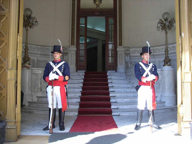 Buenos Aires, Wachen unten