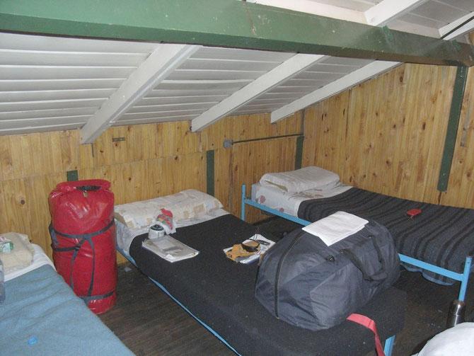 Unser recht komfortables Lager. Am frühen Abend noch brütend heiß und gegen Mogen richtig kalt.