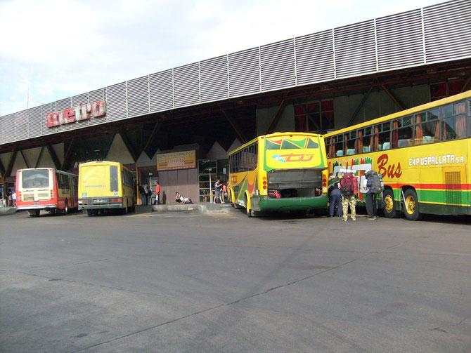 Busterminal Mendoza, Abfahrt nach Los Penetentis
