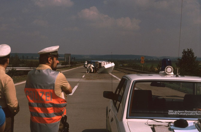 Unfall auf der A6 kurz vor der Ausfahrt Aurach, Radioaktives Material wurde im Auto mitgeführt. Es war eine gespenstische Situation