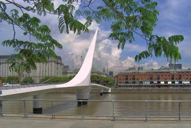 Urbanes Designe Frauenbrücke in Buenos Aires