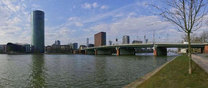 Friedensbrücke Westhafen, Frankfurt, Länge 287 m, Fertgstellung 1951, Foto 27.03.2013
