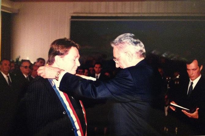 Uoči pete godišnjice Dana državnosti, predsjednik RH dr. Franjo Tuđman odlikuje Ivana Milasa Veleredom kralja Dmitra Zvonimira s lentom i Danicom za izniman doprinos neovisnosti i cjelovitosti Republike Hrvatske te izgradnji i napretku hrvatske države.