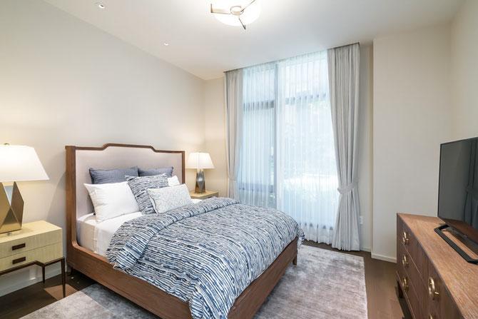 bed making, pillow, wooden furniture, muro designs, interior design, interior coordinator, hawaii, california, modern interior, hawaiian interior,  ムロデザインズ、インテリアデザイン、インテリアコーディネーター、ハワイ、カリフォルニア、モダンインテリア、ベッドメイキング、ピロー