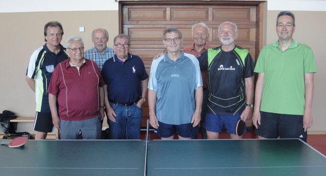 Spieler und Gäste des Kurzturniers - geballte Tischtennis-Kompetenz;  Reinhard, Franz, Georg H., Georg,D., Heinrich, Siegfried, Werner und Jürgen