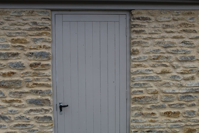 This building stone has larger bed widths, producing longer faces on the stone - ideal for the cottage look