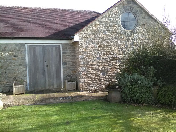 New build shed using walling stone - 6 inches on bed