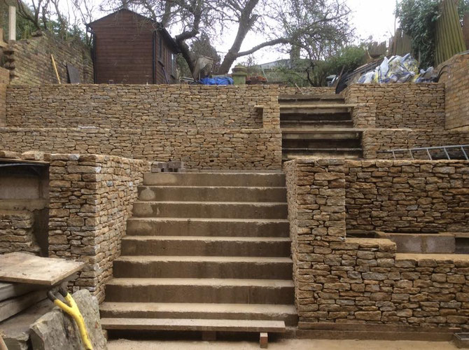 Terracing for London house using stone with a small bed height