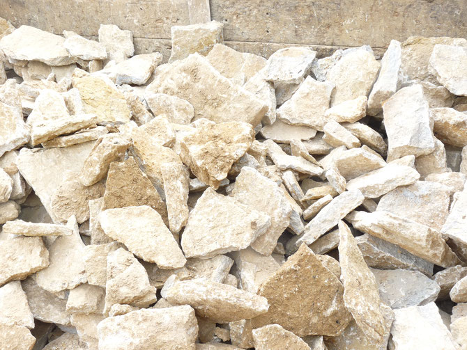 Dry stone walling in the pit - easy to build with - hand selected stone - flat with a good face