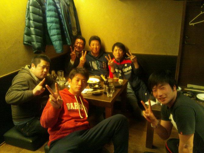 大会終了後の出場選手有志による反省会♪香川から参戦の應地先輩(H18年卒)も参加。