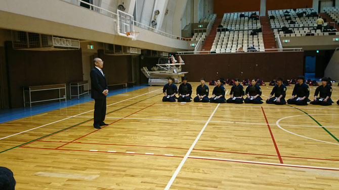 西村会長(S42年卒)による年始挨拶。 写真提供:入江尚吾 先輩(H11年卒)