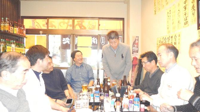 試合後の懇親会にて。河村晋次 先輩(H9年卒)は東京転勤後、今大会が初参加