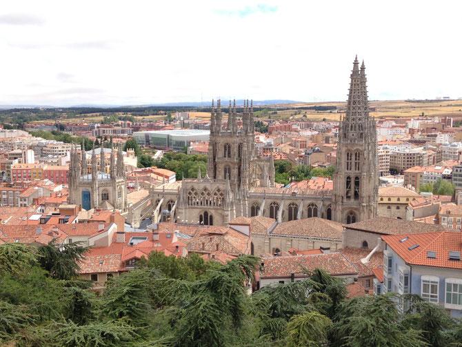 Al fondo se puede apreciar que ancha es Castilla.