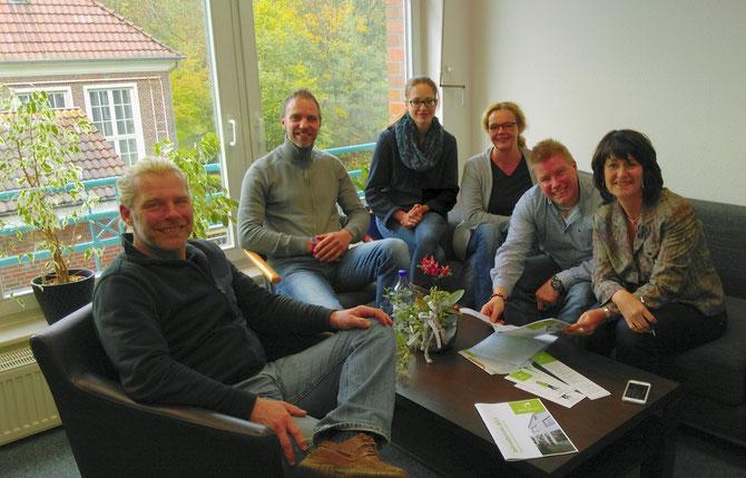 Astrid Grotelüschen (ganz rechts) zu Besuch beim Brücke-Projekt Wildeshausen: Gunnar Grehl, Peter Faß, Sandra Kuntze, Sandra Schier und Kai Kaufmann (von links)