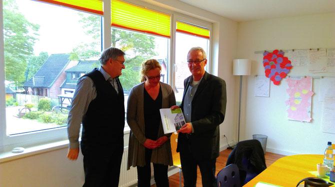Gedankenaustausch in Delmenhosrt: Joachim Musch, Sandra Schier und der Delmenhorster OB Axel Jahnz (v. l.)