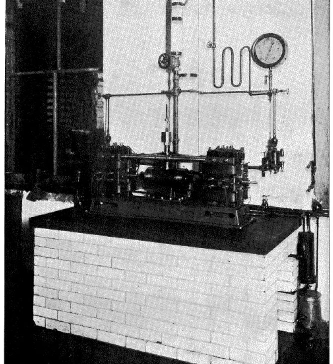 Fig. 2. — Latest form of Tesla oscillator, combining in one mechanism dynamo and steam-engine.