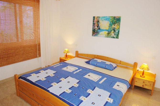 Schlafzimmer mit einem Doppel - Bett