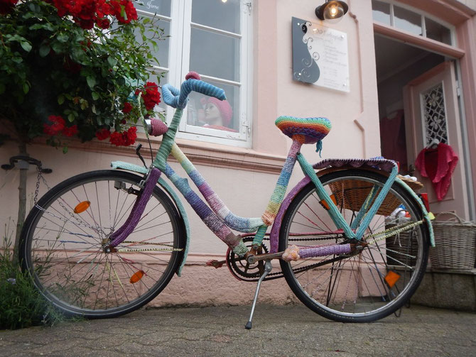 le dernier cri - guérilla knitting fürs Damenrad