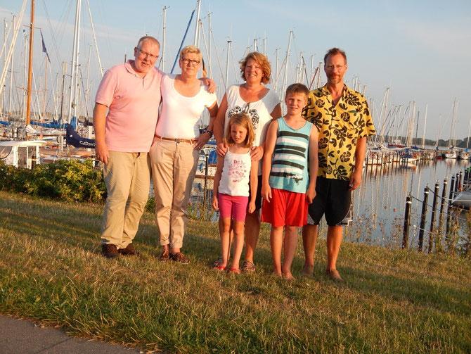 Abschied von Maasholm- Die fast vollständige DSW- Crew. Rainer fehlt noch. Mit Selbstauslöser oder Neudeutsch: Gruppen- Selfie