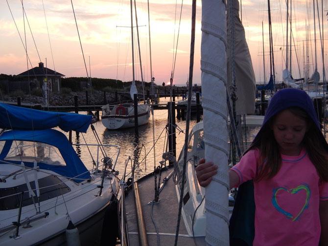 Abendhimmel über dem Hafen von Bogense