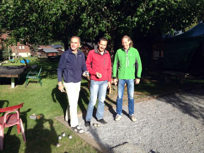 Bereit für das letzte Spiel. Im Garten des Hotels Lötschberg in Kippel