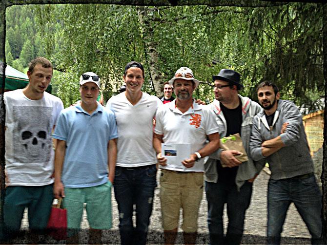 2. Platz Michael Ebiner, Joachim Meyer 1. Platz Kevin Lötscher, Geni Lehner 3. Platz René Bellwald, Stefi Rieder (von links)