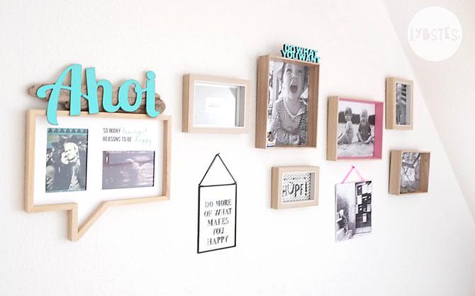 Lybstes. Interior: Wohnungseinrichtung Esszimmer mit Schräge, Bilderwand