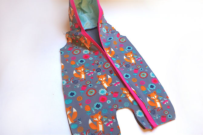 Lybstes Nähanleitung: nähe einen Anzug mit Knopfleiste und einer gefütterten Kapuze, Softshell-Anzug, Draussenanzug nähen, mit Freebook