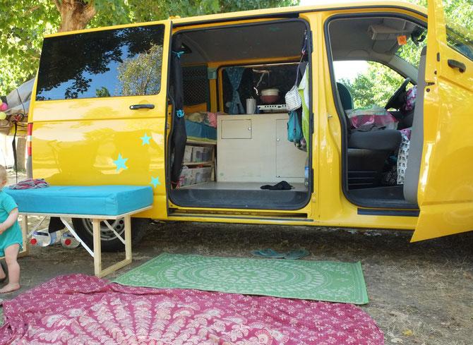 mit unserem selbst ausgebauten bus das erste mal in den. Black Bedroom Furniture Sets. Home Design Ideas