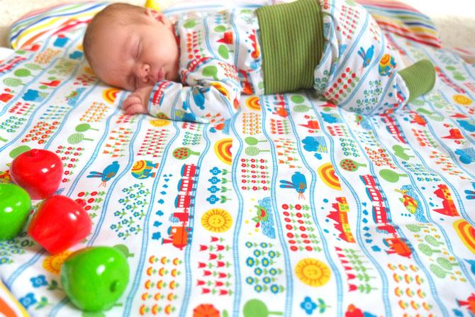 Lybstes Nähanleitung: eine Baby-Krabbeldecke selber nähen, Schnittmuster, Tutorial mit Graziela-Jersey