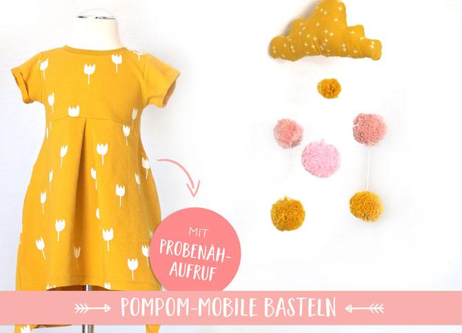 Lybstes Pom-Pom-Mobile (Bommel-Mobile) selber basteln in Senfgelb und Rosa, Geburtsgeschenk selbermachen, Basickleid nähen