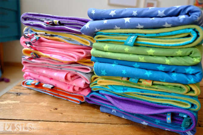 Kuschelige Babydecken mit Sternen in allen Regenbogenfarben - Lybstes.