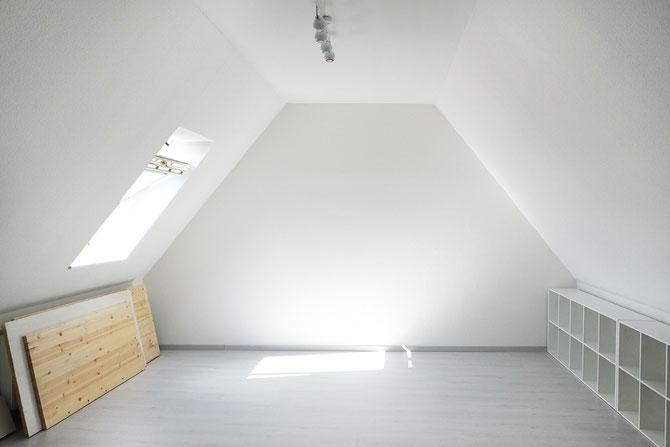 lybstes n hzimmer und workspace auf dem spitzboden lybstes. Black Bedroom Furniture Sets. Home Design Ideas