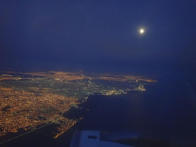 Buenos Aires von oben bei Vollmond