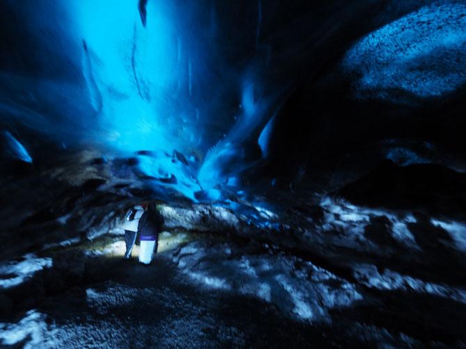アイスランド 氷の洞窟、アイスケーブツアー これは同じツアーに参加されていた方の上等なカメラでの写真