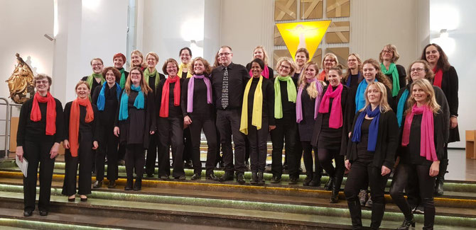 Foto: CHORioso und Musikerinnen beim Chorjubiläums-Konzert am 25.11.2018