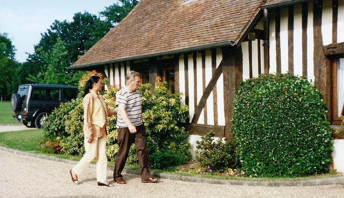 1998. WADO et JACQUELINE; LES PLANTES ONT BIEN POUSSE