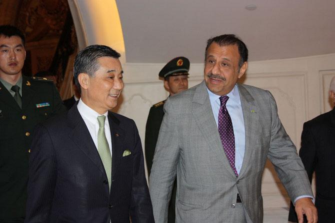 1er Avril   2013.  BEIJING.  S.A.R le Prince KHALED est accueilli au Legendale Hotel par le D.G. Stephen HSU