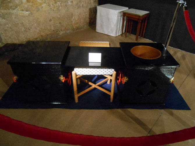 LA TABLE POUR LA CEREMONIE DU THE.