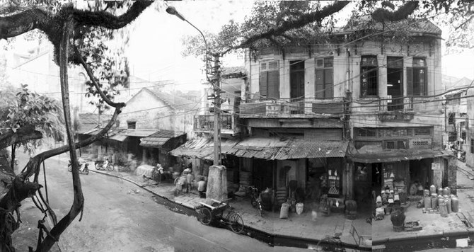 CIRCA 1910. HANOI. RUE DES BRIQUES - NGO GACH STREET -  C* THE ART INSTITUTE OF CHICAGO, DON DU DR.MICHAËL I. JACOBS. AVEC NOS REMERCIEMENTS à LOIS CONNER