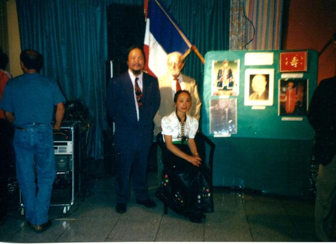 1994. BABY PHILOU A MAINTENANT 41 ANS. LE VOICI, DEVENU SON EXCELLENCE PHILIP DEO VAN DUC,  FUTUR CHEF DU CLAN avec SA GRANDE SOEUR MICHELINE DEO NANG KIEN QUI S'OCCUPAIT DE LUI, LUI PREPARAIT ET LUI DONNAIT SES BIBERONS ALORS QU'ELLE N'AVAIT QUE 10 ANS.