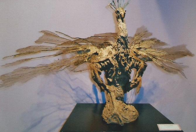 """Christine de TRINCAUD : """"LE PAON"""" . Modelage en grès peint"""
